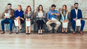 candidati in sala d'attesa agenzia lavoro per sostenere colloquio