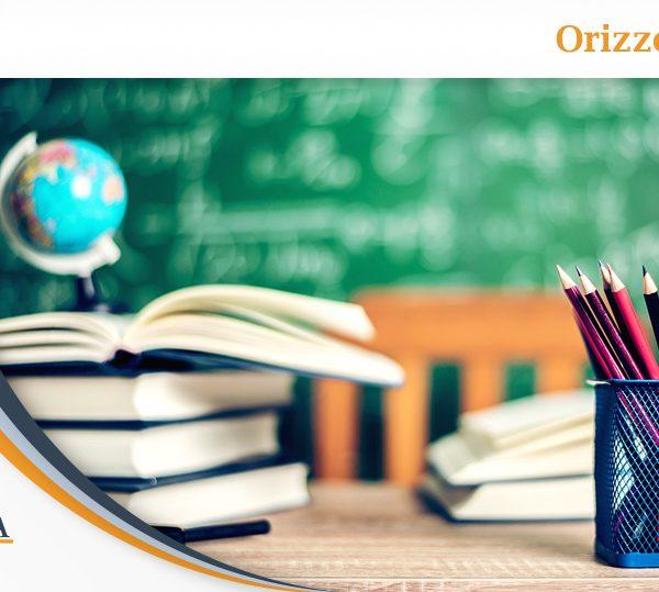 cattedra di scuola con matite e libri all'orizzonte