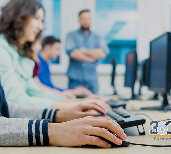 studenti durante l'esame eipass per la certificazione informatica